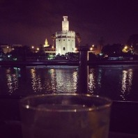 Beautiful view, delicious gintonic. Preciosas vistas, delicioso gintonic